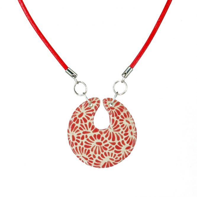 collar círculo con piel rojo plumeado chico de acero inoxidable
