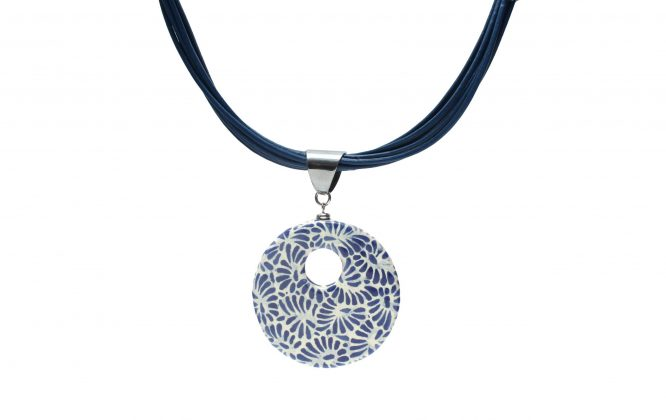 Collar circular azul plumeado chico en acero inoxidable