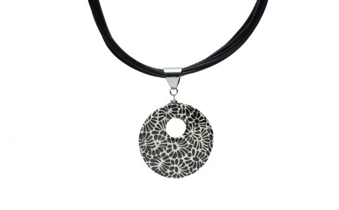 Collar circular negro plumeado chico en acero inoxidable