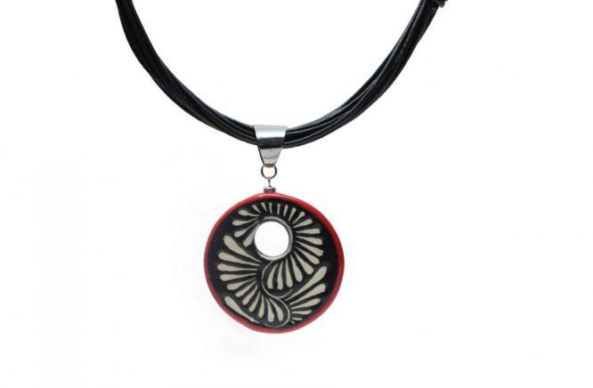 Collar circular negro filo rojo en acero inoxidable