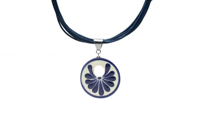Collar circular azul plumeado grande en acero inoxidable