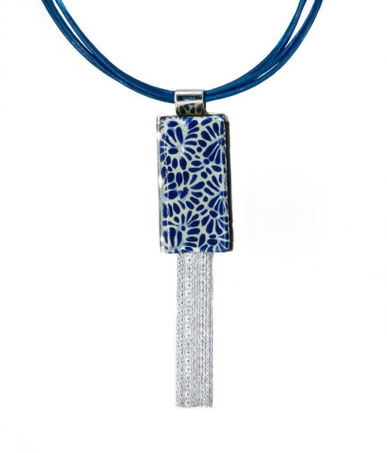 collar rectangular en azul plumeado chico de acero inoxidable