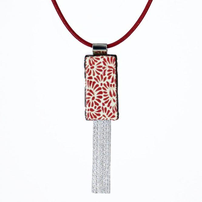 collar rectangular en rojo plumeado chico de acero inoxidable