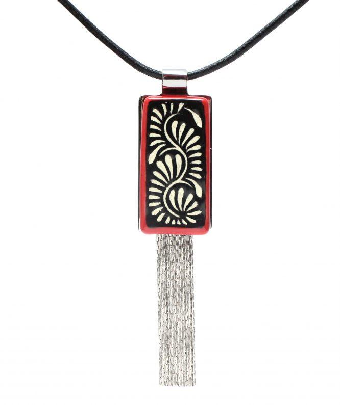 collar rectangular en negro filo rojo de acero inoxidable