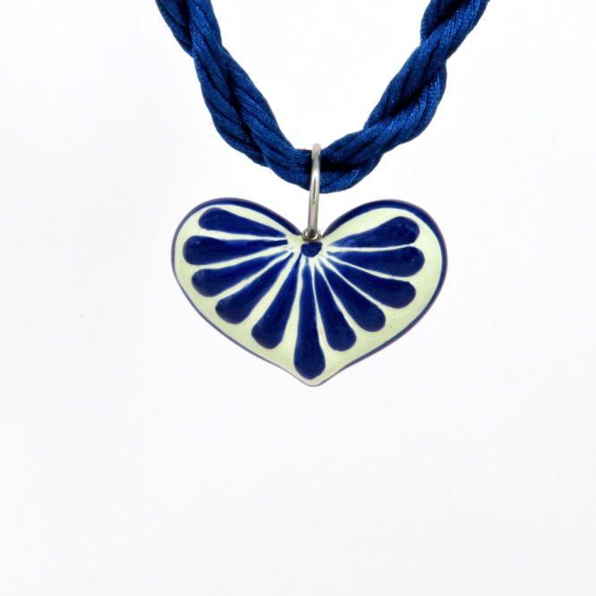 Collar corazón azul plumeado grande en acero inoxidable