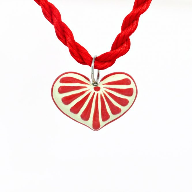Collar corazón rojo plumeado grande en acero inoxidable