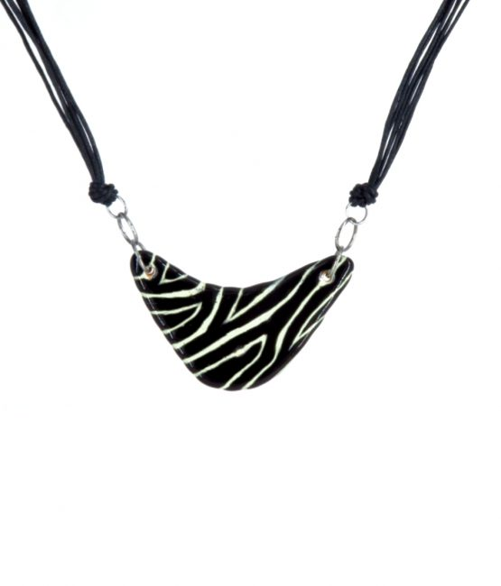 Collar chico triangular safari en acero inoxidable