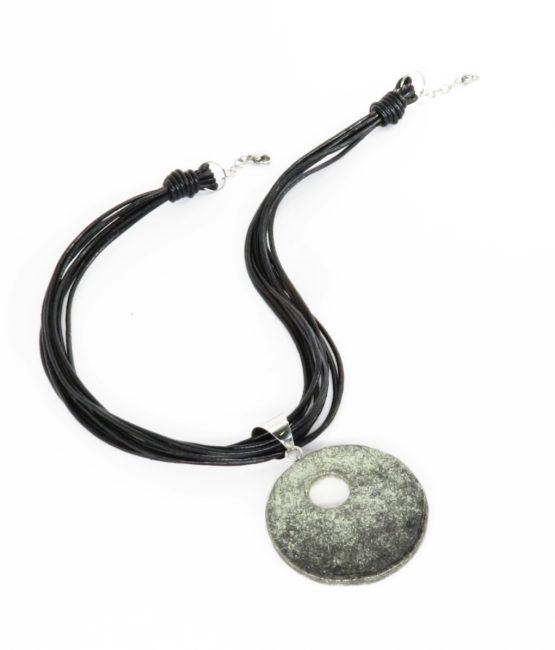 Collar circular negro en acero inoxidable