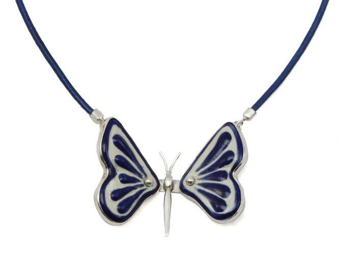 collar mariposa azul con plata 925 y piel
