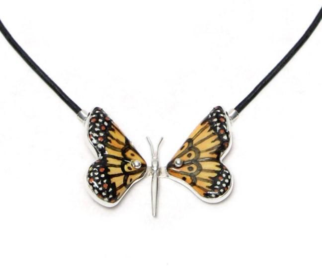 collar mariposa amarilla con plata y piel